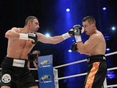 Виталий Кличко победил Томаша Адамека