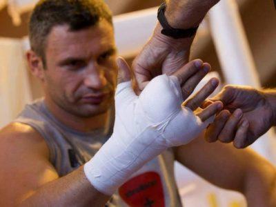 ФОТО: Кличко продолжает подготовку к бою с Чарром