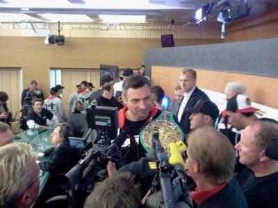 ФОТО: Заключительная пресс-конференция Кличко и Чарра в Москве