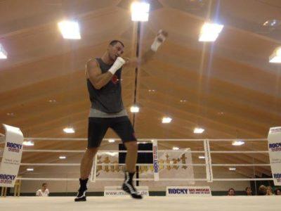 ФОТО: Кличко продолжает подготовку к бою с Вахом