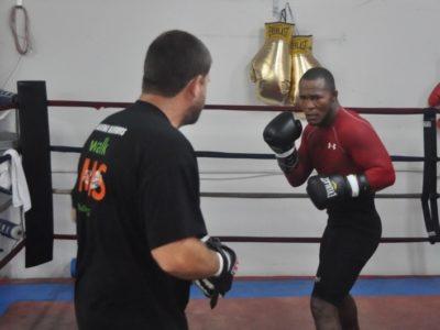 ФОТО: Гусман продолжает подготовку к бою с Аллахвердиевым