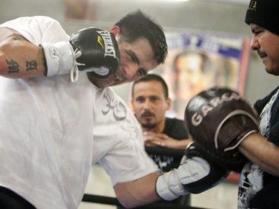 ФОТО: Брэндон Риос продолжает подготовку к матчу-реваншу против Майка Альварадо
