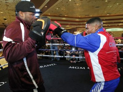 Юриоркис Гамбоа и Дарли Перес оспорят вакантный титул временного чемпиона WBA в легком весе?