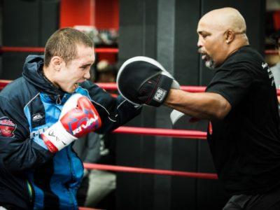 Сергей Липинец проведет первую защиту титула против Эдриэна Бронера?
