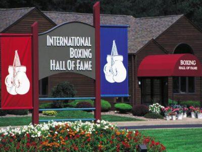 Перчатки Ломаченко иРигондо после боя станут экспонатами Международного зала боксерской славы